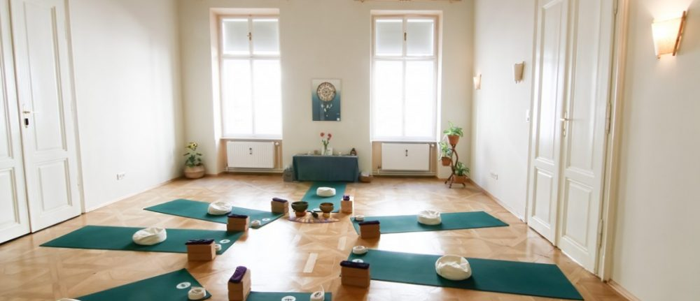 Hatha/Integraler Yogakurs mit Katrin